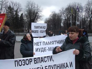 На стоянии против закладки памятника