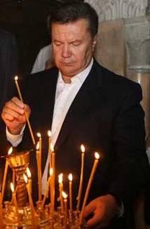 Виктор Янукович в храме