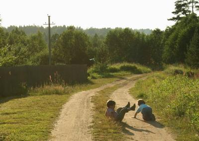 Дети одни. Фото Даниила Михайлова