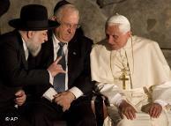 Папа с иудеями