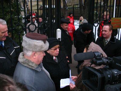 Акция Движения сопротивления убийству детей у штаб-квартиры КПРФ