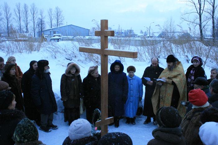 Крест на месте захоронения блаженного странника Алексея Крайнева
