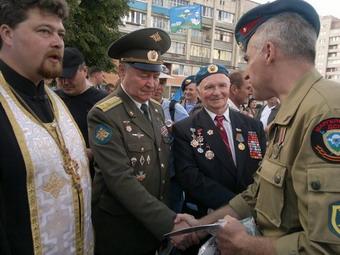 протоиерей Максим Денисенко, А.В.Маргелов и Д.Гурин, руководитель клуба Маргеловец