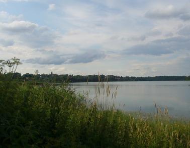 Короцкое озеро. На противоположном берегу - Валдайская психбольница, бывший Тихвинский монастырь