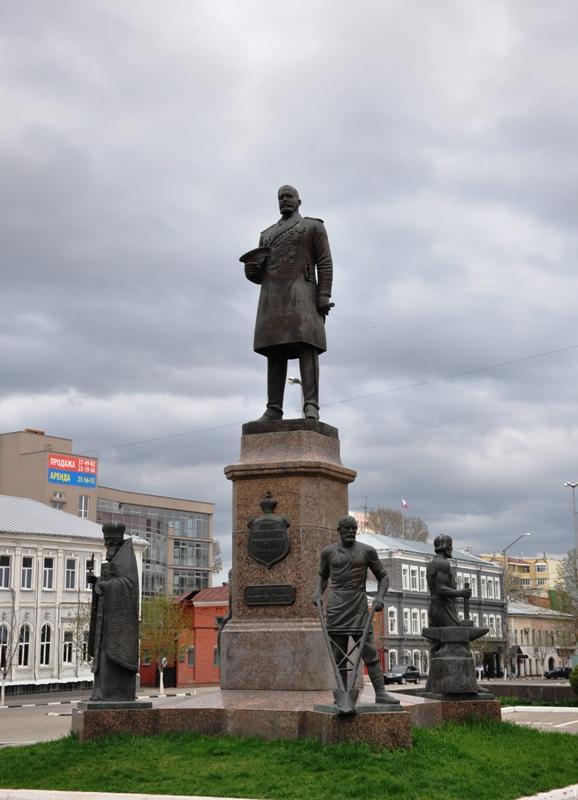 Памятник П.А.Столыпину в Саратове