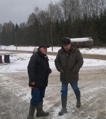 Александр Макеев со своим заместителем на территории будущего 2-го комплекса