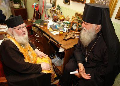 Архиепископ Женевский и Западноевропейский Михаил (Донсков) и архимандрит Адриан (слева)