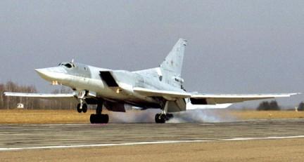 Средний бомбардировщик Ту-22М на взлёте