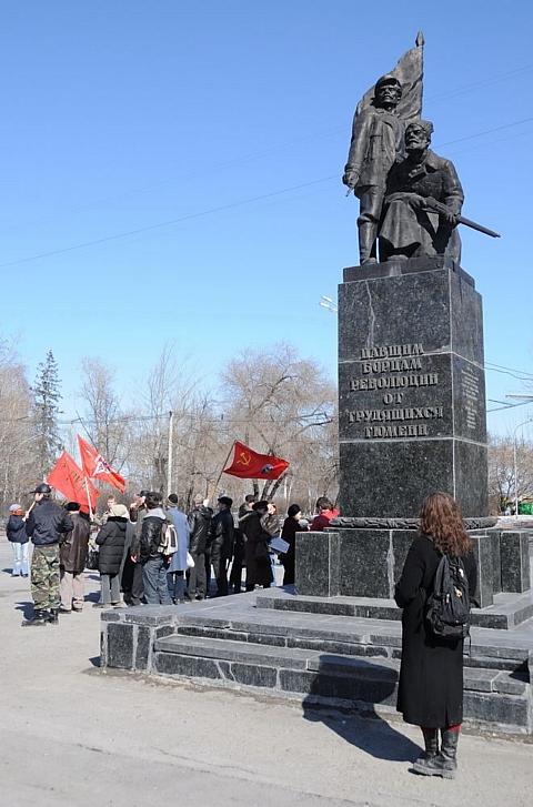 Памятник *Винтовке и нагану*