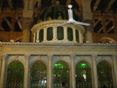 Увеличить Часовна Иоанна Предтечи в мечети Омейядов, где хранится глава Пророка