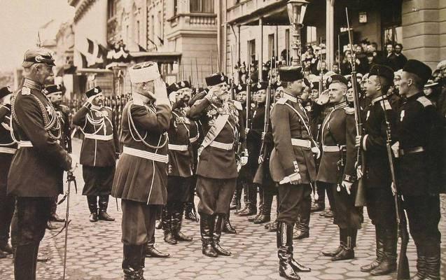Вильгельм II перед подшефным Выборгским полком