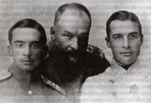Е.С.Боткин с сыновьями Дмитрием (слева) и Юрием, август 1914 года