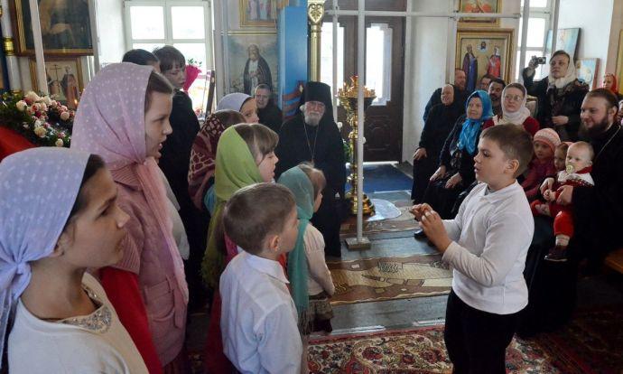 На детском празднике выступает хор Воскресной школы, Корсунская церковь