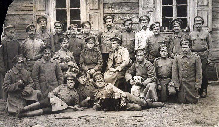 Кира Башкирова с однополчанами