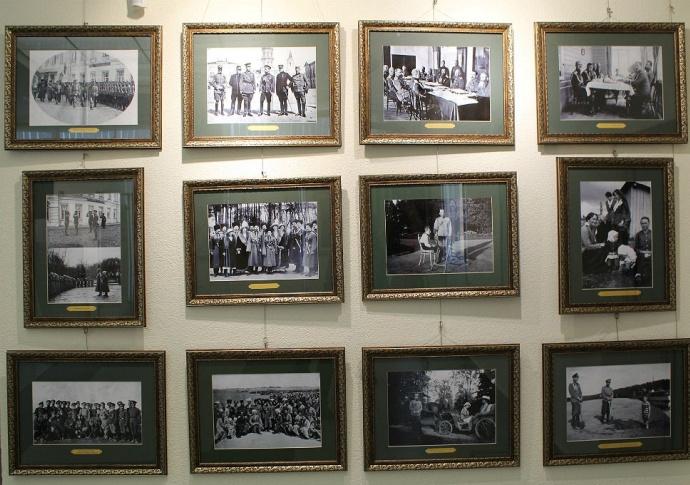 В Могилеве открылась выставка *Венценосная Семья*