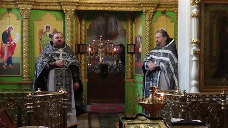 В Никольском соборе г. Алчевска с о. Александром