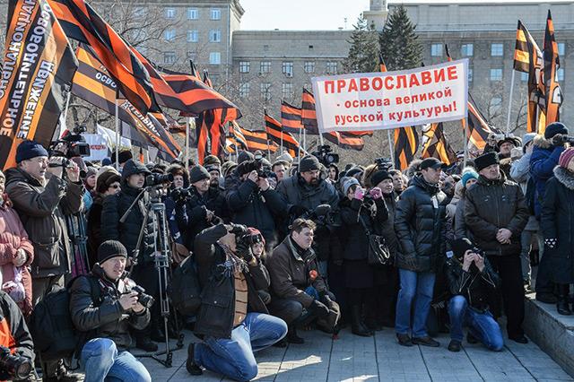 В Новосибирске прошло молитвенное стояние в защиту святынь, собравшее более 10 000 людей