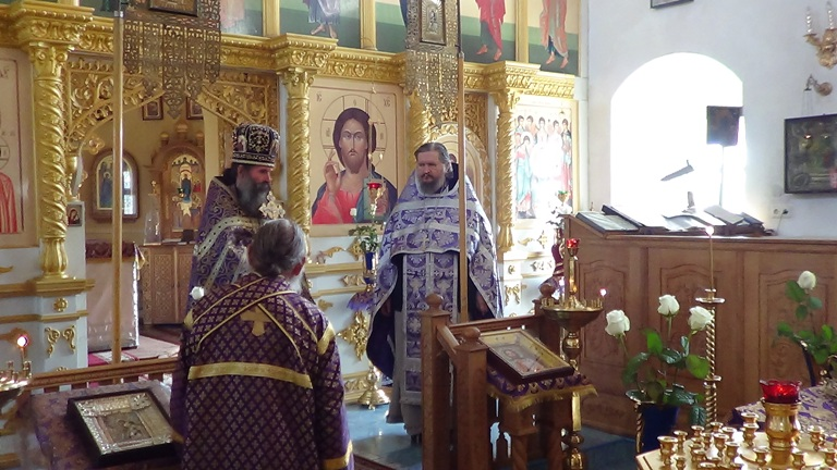С о. Александром, настоятелем церкви в с. Еленовка после воскресной Литургии