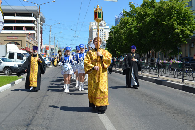 Многотысячный Крестный ход в честь прибытия десницы великомученика Георгия Победоносца