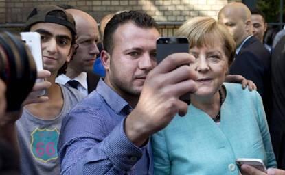 Картинки по запросу европа приветствует арабов мигрантов