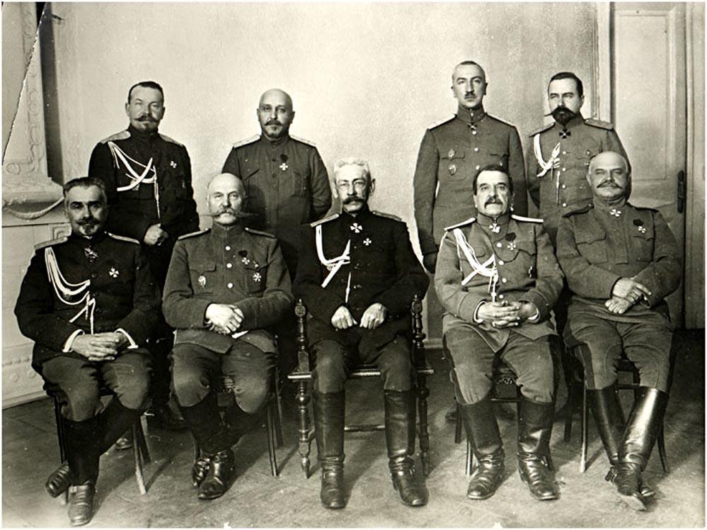 Командование Северного фронта, в центре Н.В. Рузский