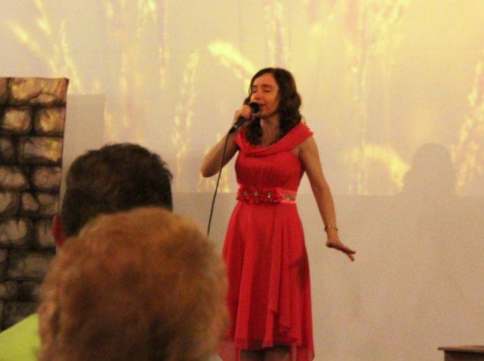 Поет лауреат конкурсов Анна Абикулова