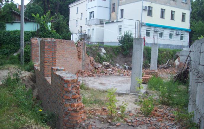 Демонтаж цокольного этажа недостроенного храма