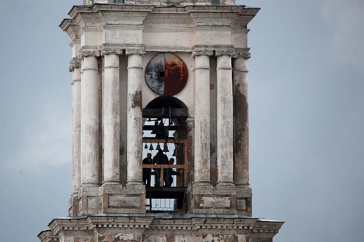На затопленной колокольне в Калязине восстановили звонницу