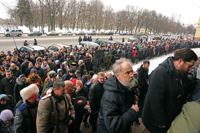 Крестный ход в Санкт-Петербурге у Исаакиевского собора