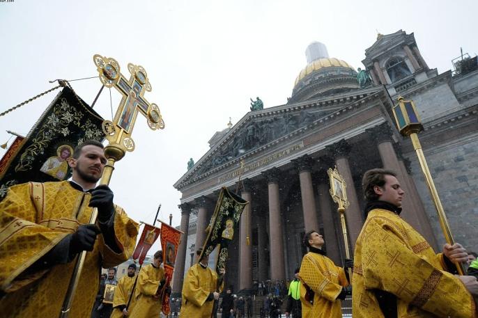Крестный ход вокруг Исаакиевского собора собрал 12 тысяч богомольцев