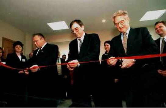 Ректор Клемешев и Сорос открывают «Интернет-центр» в Калининградском госуниверситете (1999 г.)