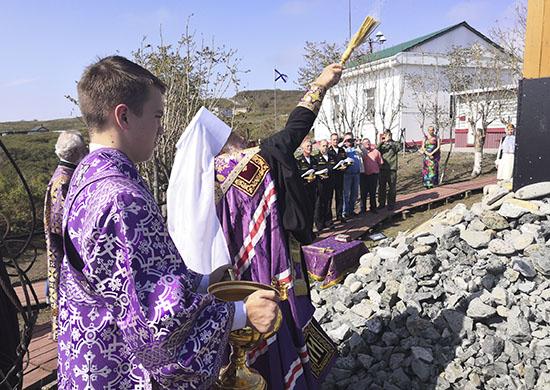 Крест на мысе Басаргина
