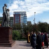 Протоиерей Александр Новопашин освятил восстановленный памятник Святым Царственным мученикам.